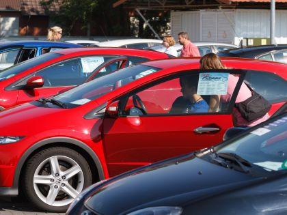 В условиях, когда новые машины слишком дороги, покупатели обращают свой взор на подержанные авто // Russian Look