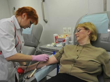 Служба крови объявила о специальной программе, позволяющей донорам получать различные скидки в магазинах // Global Look Press
