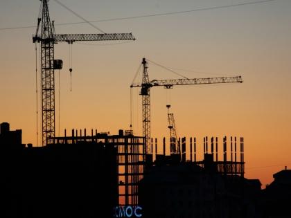 Около трех лет назад на рынке новостроек сформировался понижающий тренд: квартиры дешевеют неуклонно, их количество постоянно растет // Global Look Press
