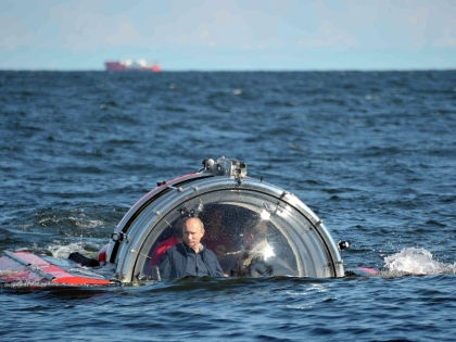 Владимир Путин в батискафе // Global Look Press