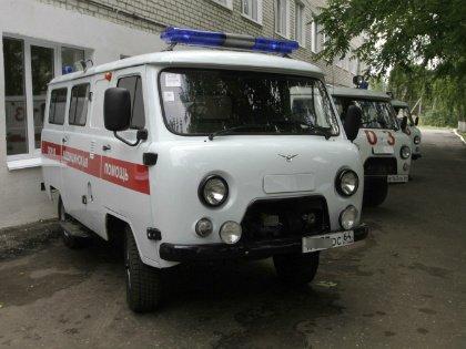 Машина скорой помощи с включенными проблесковыми маячками выехала на встречную полосу // Global Look Press