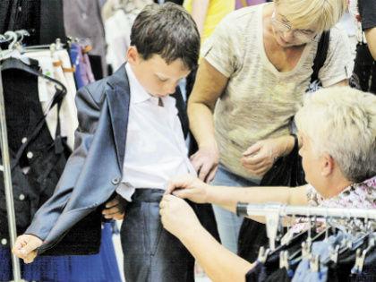 Главное, чтобы ребенок не ходил на занятия в драных джинсах или в спортивном костюме // Global Look Press
