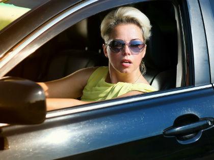 80% женщин за рулем выглядят в собственных глазах красивыми // Global Look Press