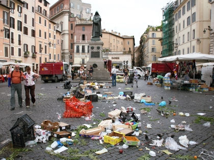 Горы мусора в Риме // Global Look Press