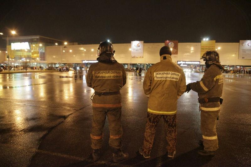 За последние двое суток в Петербурге было эвакуировано шесть ТЦ // Global Look Press