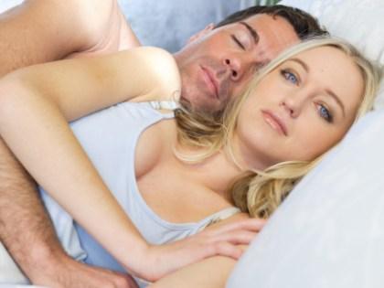 Сон с домашними животными и бокал вина могут стать причиной бессонницы // CHROMORANGE / Bilderbox / Global Look Press