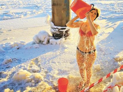Действительно ли полезны купания в проруби и так ли это здорово, как кажется? // Global Look Press