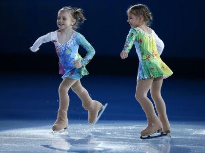 Дети выступают в перерыве гала-выступления на Олимпиаде-2014 в Сочи // Global Look Press