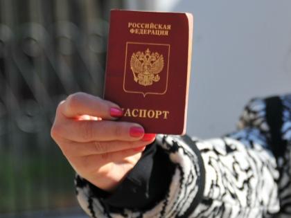 Предложение давать гражданство России тем, кто знает русский язык и связан по праву рождения с бывшими республиками СССР и даже бывшими территориями Российской империи, многих шокировало // Global Look Press
