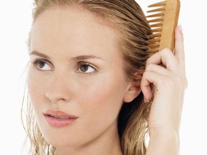 Наносите лимонную маску на мокрые волосы // Global Look Press