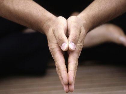 Йога развивает в мужчинах завидные родительские способности // Global Look Press