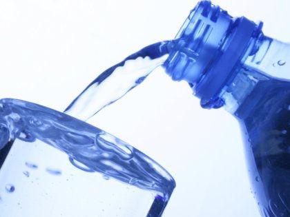 Чистая питьевая вода содержит огромное множество бактерий // Alfred Schauhuber / Global Look Press