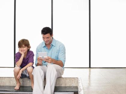 Красивые сыновья делают своих отцов более привлекательными в глазах женщин // Global Look Press