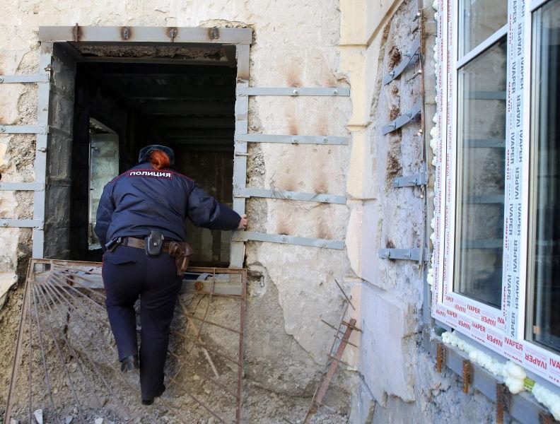 Полиция обнаружила обгоревшее тело мужчины рядом с жилым домом // Andrey Pronin/Global Look Press