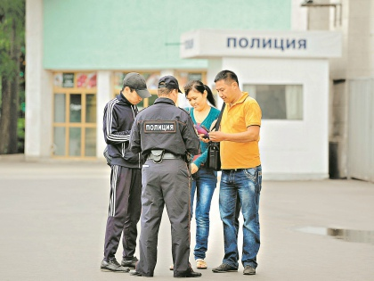 Если документов не оказалось, в лучшем случае туриста могут проводить в отделение полиции для выяснения всех обстоятельств // Global Look Press