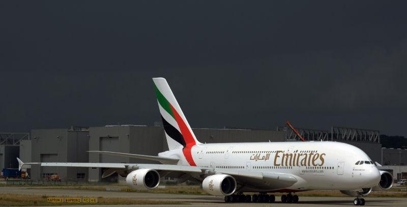 Пассажир самолета компании Emirates устроил пьяный дебош на борту // Global Look Press