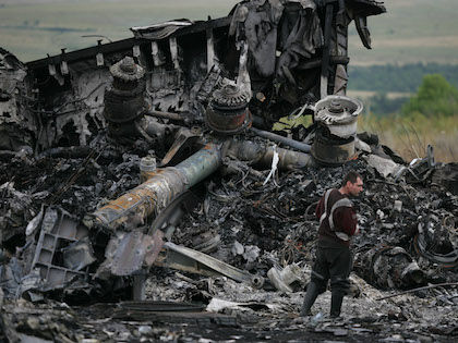 Специалисты пока не идентифицировали двух погибших пассажиров // Global Look Press