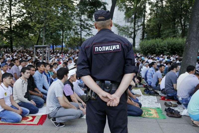 Полиция исследует свастику на мечети // Global Look Press