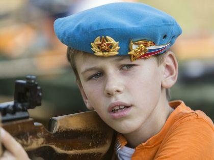 """В Серпухове молодежь привлекают на """"закрытые"""" предприятия // Николай Гынгазов / Global Look Press"""