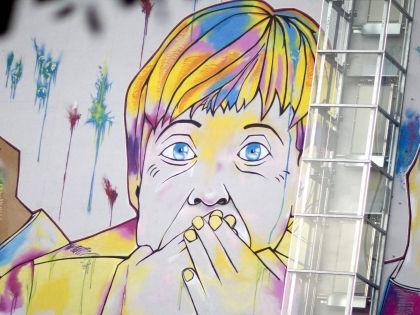 Никакой официальной информации о мирных предложениях Ангелы Меркель (на фото — граффити-карикатура на неё на одной из улиц Берлина) не поступало // Russian Look