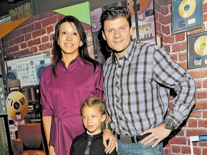 Елена Борщева с мужем и дочерью // Global Look Press