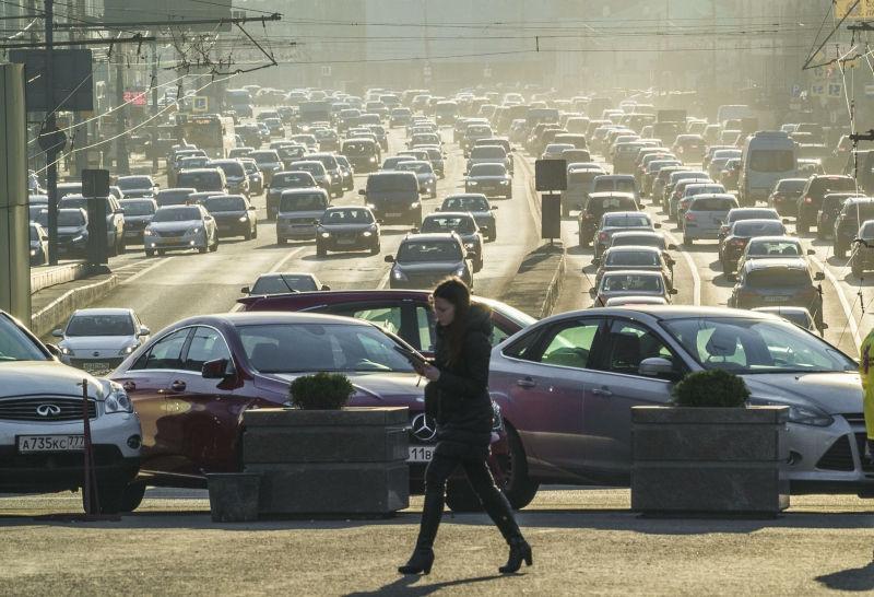 Владелец Mercedes лишился 2,3 млн средь бела дня на дороге // Konstantin Kokoshkin/Russian Look
