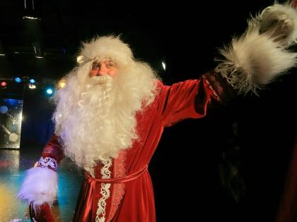 Связывая образ Деда Мороза с праздником, взрослые и не подозревают, что для ребенка встреча с ним может обернуться психологической травмой // Global Look Press