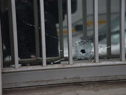 Двух полицейских обстреляли из автоматического оружия неизвестные // Global Look