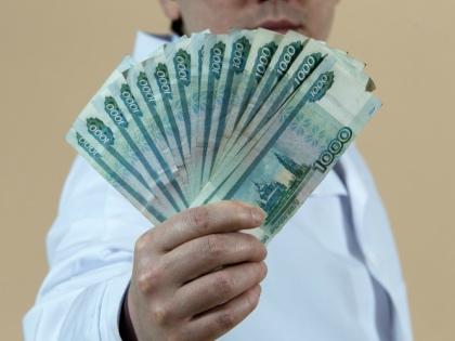 Роструд отрапортовал о сокращении количестве нарушений в сфере оплаты труда на 30% // Global Look Press