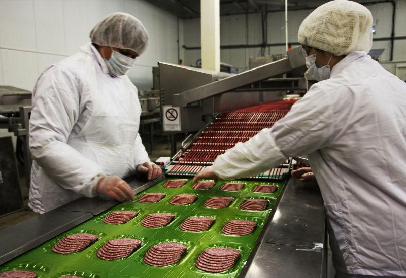 Россияне стали есть меньше мяса // Global Look Press