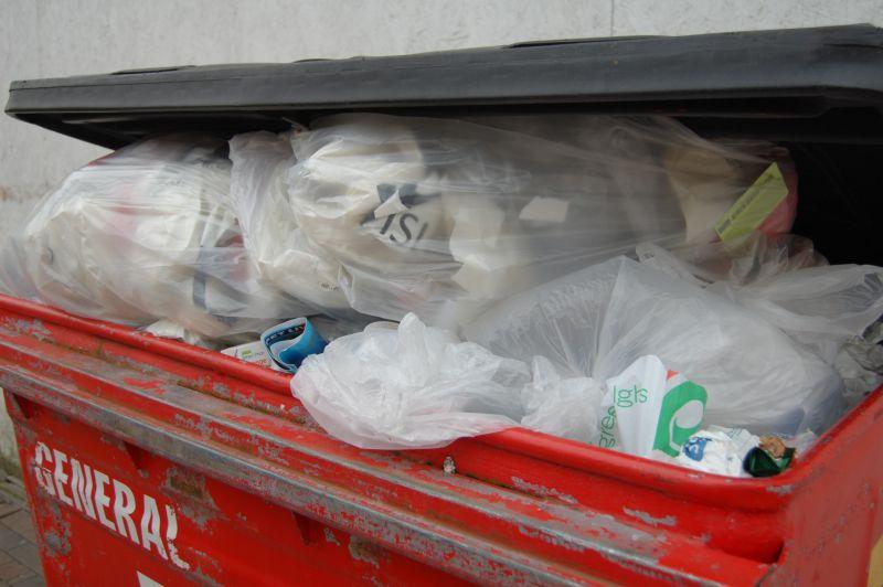 Мертвого ребенка нашли в Норильске в мусорном баке // Global Look Press