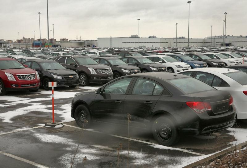 Дилеры требуют запрета неофициальной продажи подержанных авто // Global Look Press