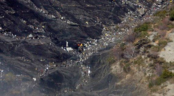 Обломки рухнувшего Airbus в горах // Global Look Press