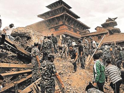 В результате землетрясения, которое произошло в Непале весной 2015 года, погибли более 8 тысяч человек // Russian Look