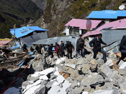 Спасатели уже не надеются обнаружить под завалами живых людей //  Global Look