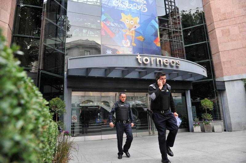 Шесть чиновников ФИФА разыскиваются Интерполом // Global Look Press