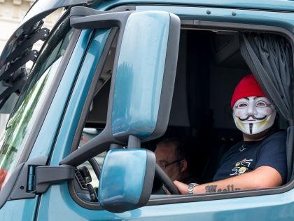 Некоторые дальнобойщики угрожают перекрыть МКАД // Global Look Press