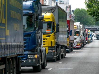 Закон не будет касаться физических лиц, а будет больше касаться грузовиков, которые принадлежат юридическим лицам // Global Look Press