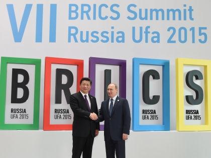 Лидеры Китая и РФ Си Цзиньпин и Владимир Путин на саммите БРИКС в Уфе // Russian Look