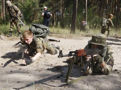 40-45% россиян беспокоит возможная война между Россией и Украиной //  Global Look