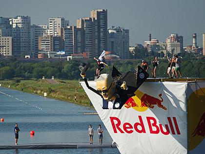 В Крылатском пройдет Red Bull Flugtag — соревнование, на котором участники продемонстрируют свои летательные аппараты, созданные на человеческой тяге // Анна Сергеева / Global Look Press