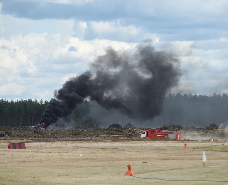 Один из пилотов вертолета погиб под Рязанью // Global Look Press