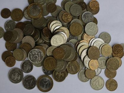 Есть два пути решения проблемы с деньгами: первый — найти дополнительный заработок, второй — сэкономить // Николай Титов / Global Look Press