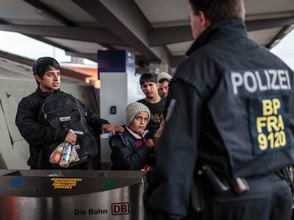 Три волны наплыва беженцев были хорошо организованы //  Global Look