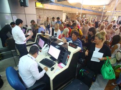 Туристы в аэропорту Шарм-эш-Шейха // Global Look Press
