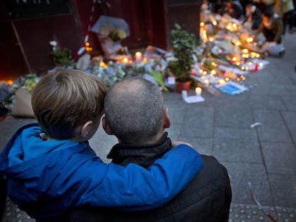 В результате терактов в Париже погибли 129 человек //  Global Look