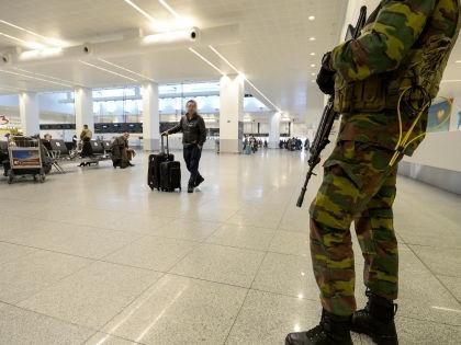 После подрыва российского самолета и терактов в Париже власти многих стран значительно усилили меры безопасности // Global Look Press