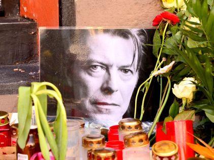 Стихийный мемориал памяти Дэвида Боуи, январь 2016 года // Global Look Press
