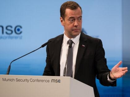 Дмитрий Медведев во время выступления на конференции в Мюнхене // Global Look Press