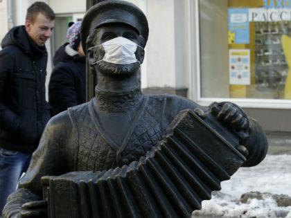 Ношение маски уже заболевшим предохраняет от распространения вируса // Global Look Press